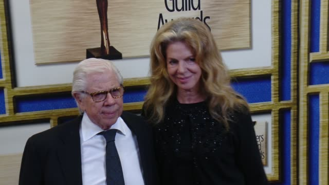 vidéos et rushes de carl bernstein and christine kuehbeck at 2016 writers guild awards la ceremony at the hyatt regency century plaza on february 13 2016 in century city... - century plaza