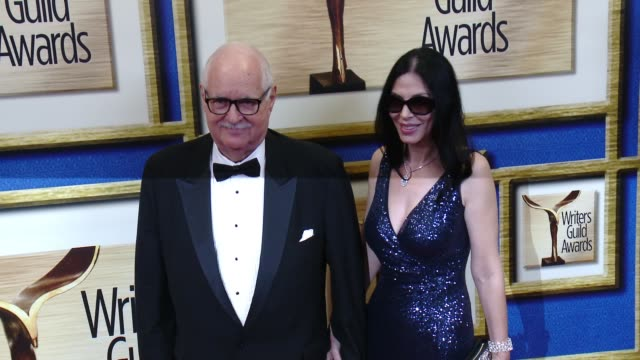 vidéos et rushes de carl gottlieb at 2016 writers guild awards la ceremony at the hyatt regency century plaza on february 13 2016 in century city california - century plaza