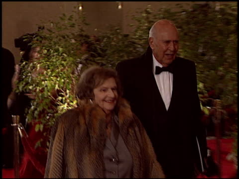 vídeos de stock, filmes e b-roll de carl reiner at the 2005 dga director's guild of america awards at the beverly hilton in beverly hills california on january 29 2005 - director's guild of america