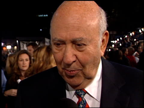carl reiner at the 'oceans 11' premiere at the mann village theatre in westwood california on november 5 2001 - regency village theater stock-videos und b-roll-filmmaterial