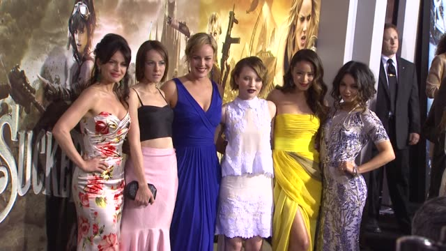 vídeos de stock, filmes e b-roll de carla gugino jena malone abbie cornish emily browning jamie chung and vanessa hudgens at the 'sucker punch' premiere at hollywood ca - abbie cornish