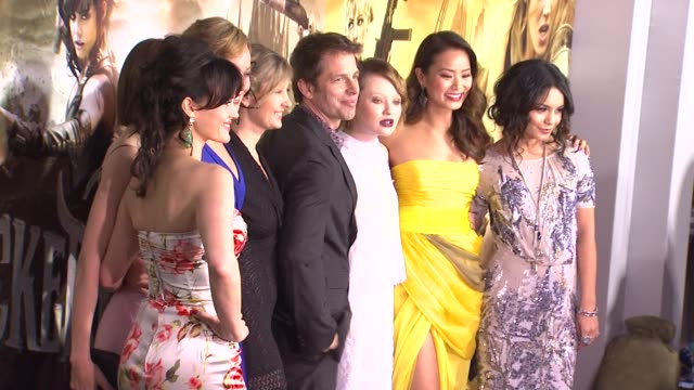 vídeos de stock, filmes e b-roll de carla gugino jena malone abbie cornish zack snyder emily browning jamie chung and vanessa hudgens at the 'sucker punch' premiere at hollywood ca - abbie cornish