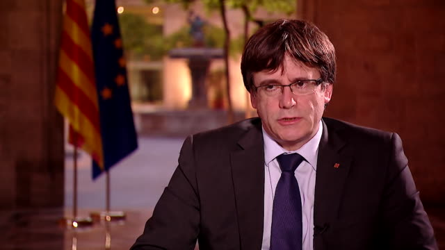 carles puigdemont saying catalonia will declare independence 48 hours after referendum results have been counted - 独立宣言点の映像素材/bロール