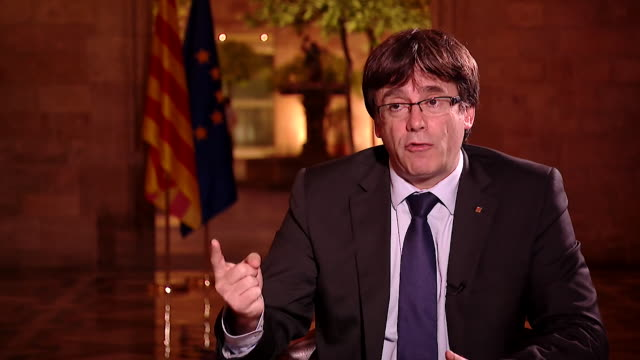 vídeos y material grabado en eventos de stock de carles puigdemont saying it would be a big mistake and would only make catalonia stronger if the spanish government took over the region's devolved... - poder