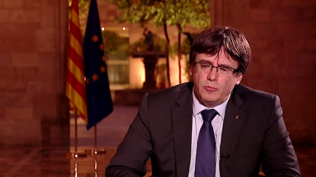 carles puigdemont speaking about the violence of the spanish police during the catalonia independence referendum - unschuld stock-videos und b-roll-filmmaterial