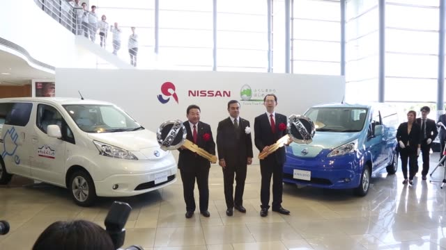 vidéos et rushes de carlos ghosn chief executive officer of nissan motor co speaks during a ceremony at the company's plant in iwaki fukushima prefecture japan on... - ghosn