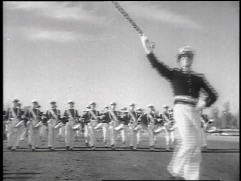 vídeos de stock e filmes b-roll de carlos ibanez drinking chilean wine from a horn / large group of soldiers marching / carlos ibanez saluting the soldiers marching past / - 1952