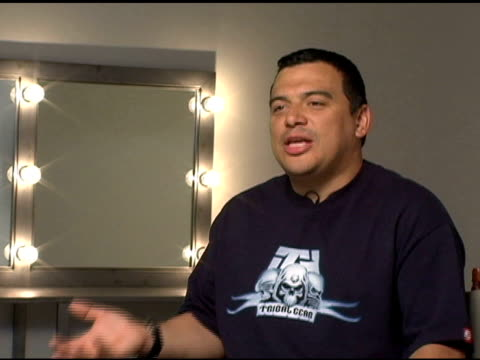 stockvideo's en b-roll-footage met carlos mencia on being treated as a newcomer on his comedy being categorized on dave chapelle and the continuous comparison to him and why that is a... - richard pryor