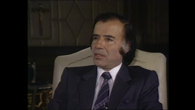 buenos aires presidential palace int carlos menem interview sof part 2 of 2 on the falkland islands/islas malvinas conflict negotiations with... - isole dell'oceano atlantico video stock e b–roll