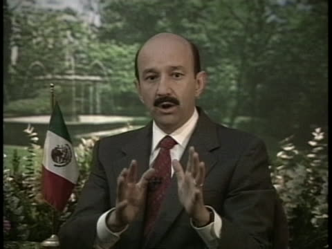 carlos salinas de gortari is a mexican economist and politician affiliated to the institutional revolutionary party who served as president of mexico... - business or economy or employment and labor or financial market or finance or agriculture点の映像素材/bロール