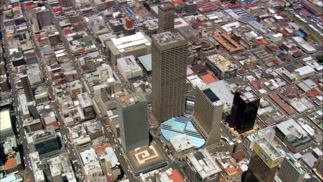 vídeos de stock e filmes b-roll de carlton centre  - aerial view - gauteng,  city of johannesburg metropolitan municipality,  city of johannesburg,  south africa - joanesburgo