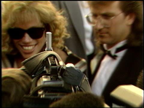 vidéos et rushes de carly simon at the 1989 academy awards at the shrine auditorium in los angeles, california on march 29, 1989. - 61e cérémonie des oscars