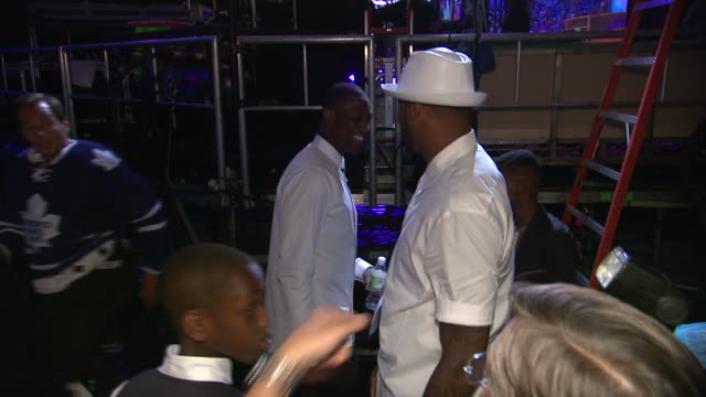 carmelo anthony, dwyane wade, and will arnett backstage - nickelodeon kids' choice sports awards 2014 at pauley pavilion on july 17, 2014 in los... - ウィル アーネット点の映像素材/bロール