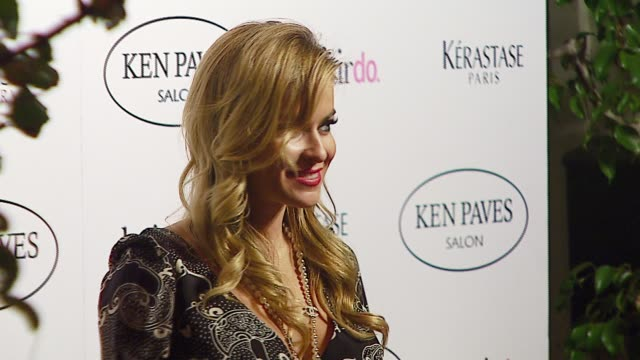 carmen electra at the ken paves opens beverly hills salon at ken paves salon in beverly hills, california on september 29, 2006. - beverly hills点の映像素材/bロール