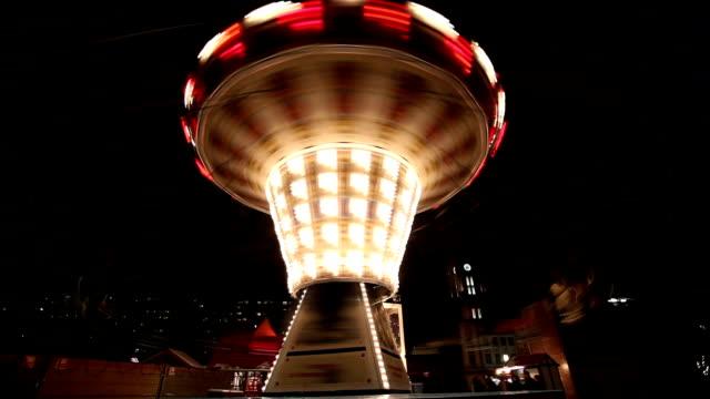 karneval-karussell - big wheel stock-videos und b-roll-filmmaterial
