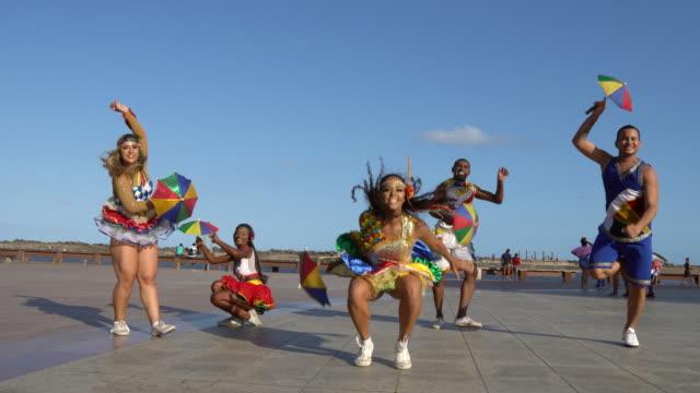 vídeos de stock e filmes b-roll de carnival in recife, pernambuco - vestir se