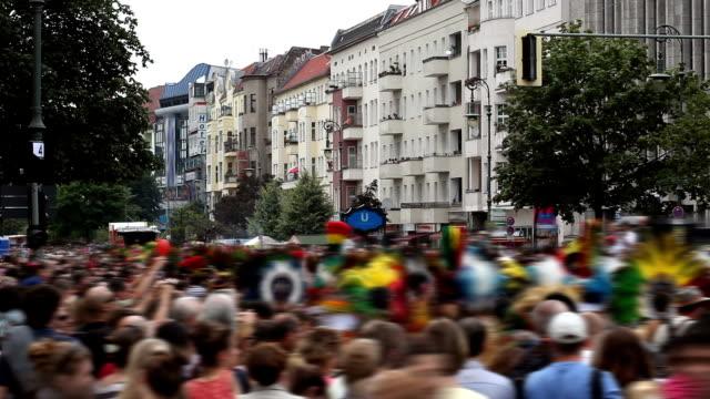 karneval-großes publikum - darstellender künstler stock-videos und b-roll-filmmaterial