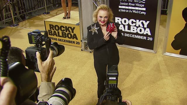 carol connors at the mgm's 'rocky balboa' world premiere at grauman's chinese theatre in hollywood, california on december 13, 2006. - carol connors stock-videos und b-roll-filmmaterial