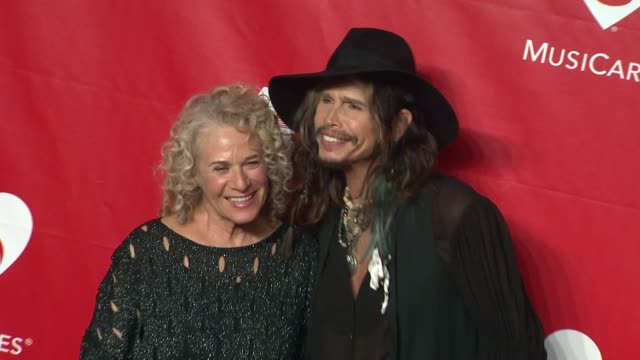 carole king and steven tyler at 2014 musicares person of the year honoring carole king at los angeles convention center on in los angeles california - musicares foundation stock videos & royalty-free footage