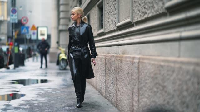 stockvideo's en b-roll-footage met caroline daur caro daur is seen during milan fashion week fall/winter 2018/19 on february 24 2018 in milan italy - dameskleding