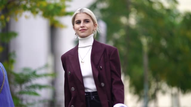stockvideo's en b-roll-footage met caroline daur wears a purple blazer jacket a white turtleneck black pants white shoes outside issey miyake during paris fashion week womenswear... - coltrui