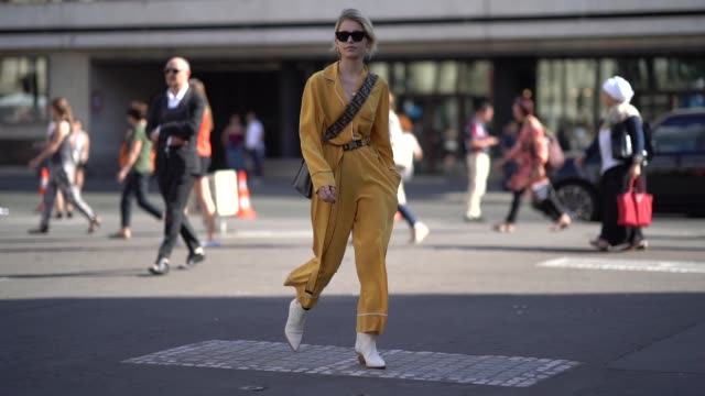 stockvideo's en b-roll-footage met caroline daur wears an orange full outfit a shoulder strap bag white boots outside fendi during paris fashion week haute couture fall winter... - herfst winter collectie