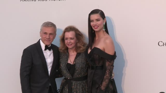 vídeos de stock, filmes e b-roll de caroline scheufele, christoph waltz and adriana lima on the red carpet for the 2019 cannes amfar gala at hotel du cap eden roc in antibes cannes,... - adriana lima
