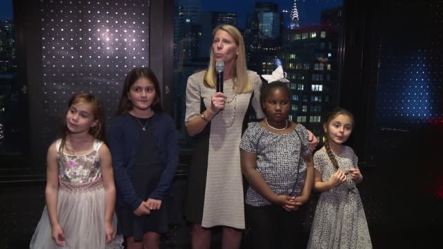 vidéos et rushes de carolyn miles, save the children's president & ceo and save the children describes what they have done today, on why save the children is shining a... - directrice