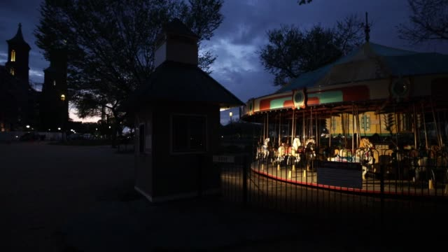 carousel sits idle on the national mall april 7, 2020 in washington, dc. the district of columbia has joined other states and territories, including... - maryland stato video stock e b–roll