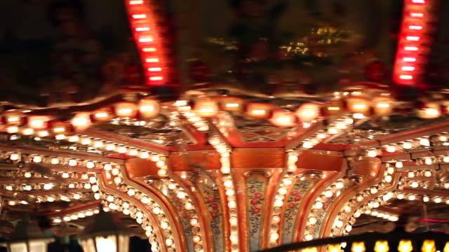 karussell - zirkusveranstaltung stock-videos und b-roll-filmmaterial