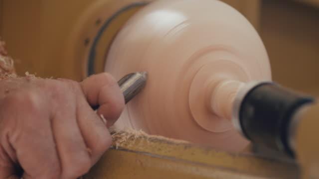 carpenter carving - heimwerken stock-videos und b-roll-filmmaterial