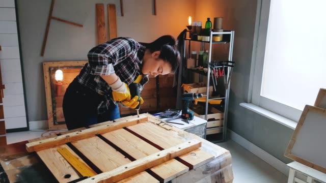 Charpentier de forage planche en bois