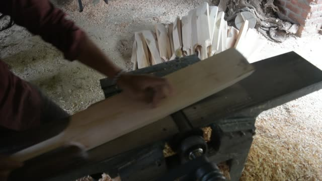 carpenter finishes cricket bats in a factory on june 08 2019 in halmullah 50 km south of srinagar the summer capital of indian administered kashmir... - クリケットバット点の映像素材/bロール