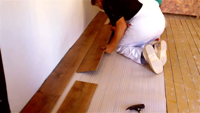 Tischler, Verlegung von Laminat Holzplatte