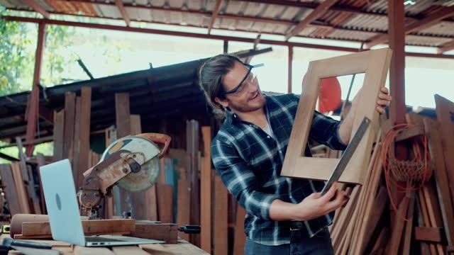 carpenter live broadcast on laptop. - live broadcast stock videos & royalty-free footage