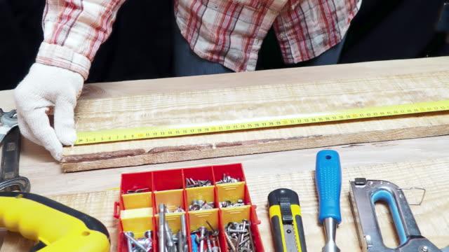 vidéos et rushes de carpenter mesure - tape measure