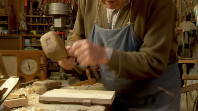 HD DOLLY: Carpenter Working