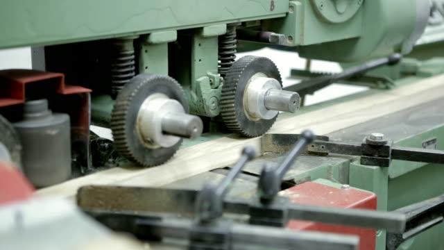 大工 のワークショップを機 - 挽く点の映像素材/bロール