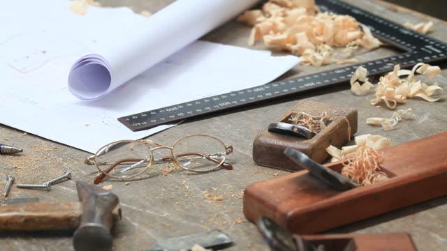 strumenti di carpenteria - attrezzi da lavoro video stock e b–roll
