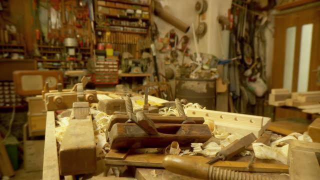 """vidéos et rushes de dolly de la hd : menuiserie """"atelier - atelier d'artisan"""