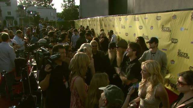 carpet and walkway photographers at the spike tv's guys' choice awards at radford studios in los angeles california on june 10 2007 - spike guys choice awards video stock e b–roll