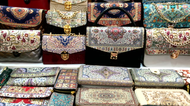 carpet decor handbags at grand bazaar in istanbul - borsetta video stock e b–roll