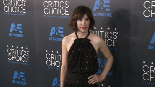 carrie brownstein at the 2015 critics' choice television awards at the beverly hilton hotel on may 31, 2015 in beverly hills, california. - 放送テレビ批評家協会賞点の映像素材/bロール