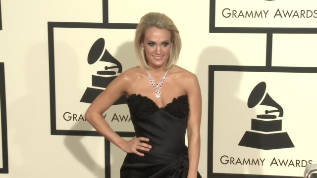 stockvideo's en b-roll-footage met carrie underwood at 58th annual grammy awards® arrivals at staples center on february 15 2016 in los angeles california - 58e grammy awards