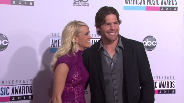 vídeos de stock e filmes b-roll de carrie underwood mike fisher at the 40th american music awards arrivals on in los angeles ca - american music awards