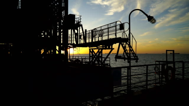 lng-tanker-terminal - geografische lage stock-videos und b-roll-filmmaterial