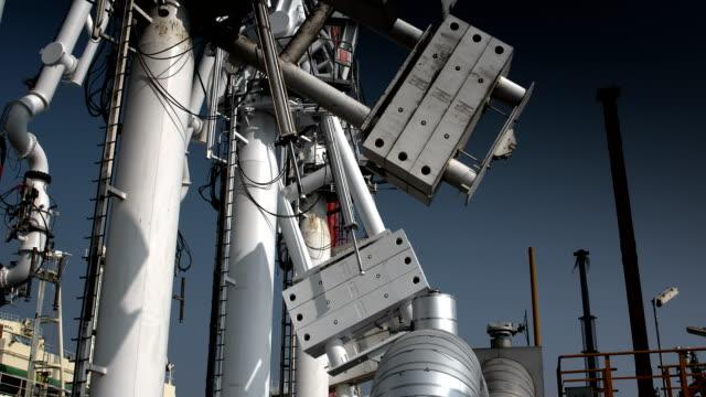 lng-tanker-terminal - ölindustrie stock-videos und b-roll-filmmaterial