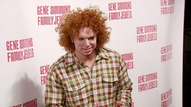 vídeos y material grabado en eventos de stock de carrot top at the gene simmons roast hosted by jeff ross at key club in west hollywood california on november 27 2007 - carrot top