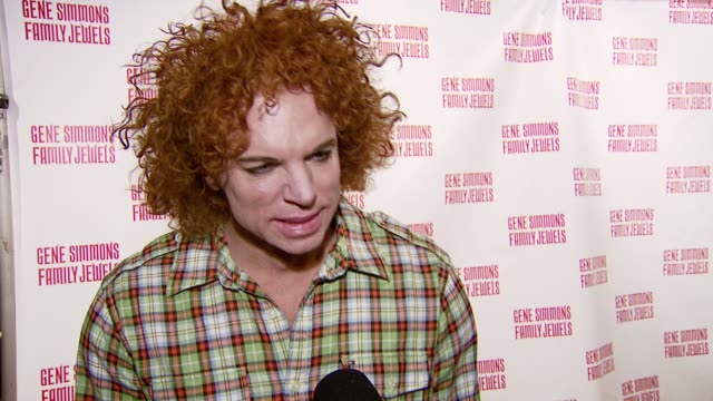 vídeos y material grabado en eventos de stock de carrot top on the event gene simmons and the roast at the gene simmons roast hosted by jeff ross at key club in west hollywood california on november... - carrot top