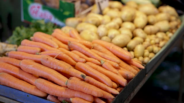 carrots and potatoes on the market stall - crate stock videos & royalty-free footage